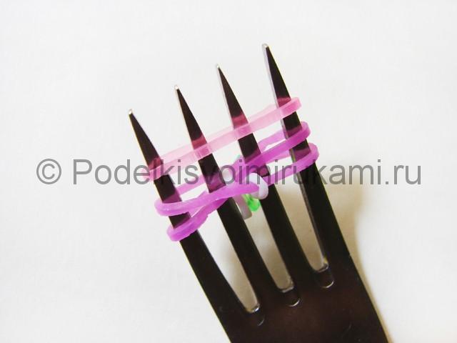 Ажурный браслет из резинок. Плетение на вилке. Фото 14.