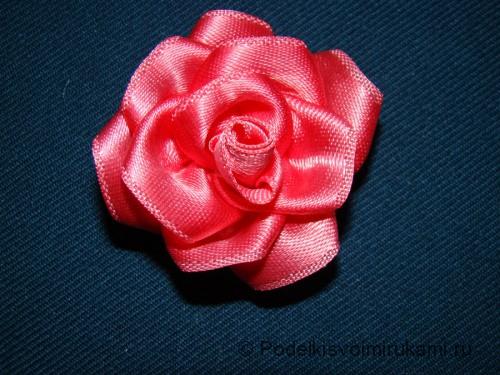 Цветок канзаши из атласной ленты. Шаг №11.