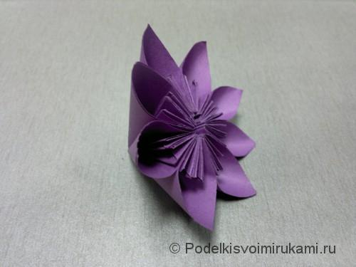 Как сделать цветок из бумаги. Модульное оригами. Итоговый вид поделки. Фото 2.