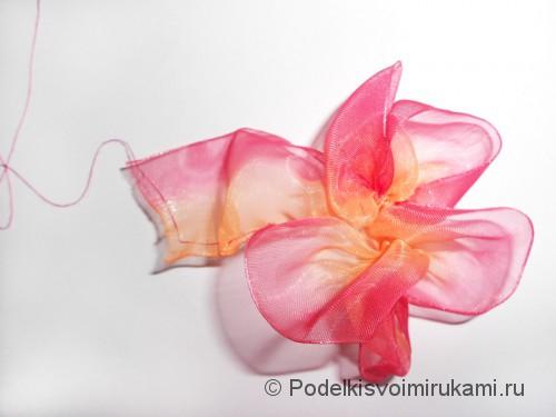 Цветок из капроновой ленты. Шаг №9.