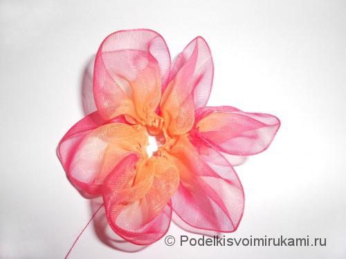 Цветок из капроновой ленты. Шаг №10.