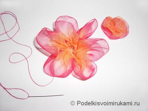 Цветок из капроновой ленты. Шаг №11. Фото 1.
