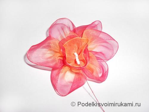 Цветок из капроновой ленты. Шаг №13.