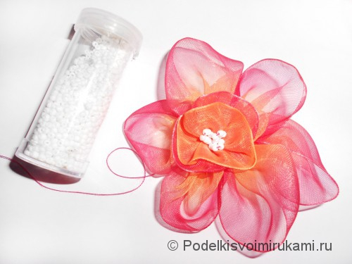 Цветок из капроновой ленты. Шаг №14. Фото 1.
