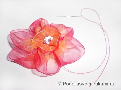 Цветок из капроновой ленты. Шаг №14. Фото 2.