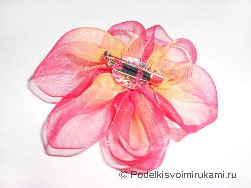 Цветок из капроновой ленты. Шаг №15.