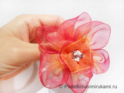 Цветок из капроновой ленты. Итоговый вид поделки. Фото 1.