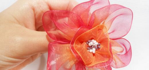 Цветок из капроновой ленты. Итоговый вид поделки.