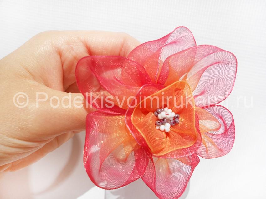 Как сделать цветочек из капроновой ленты