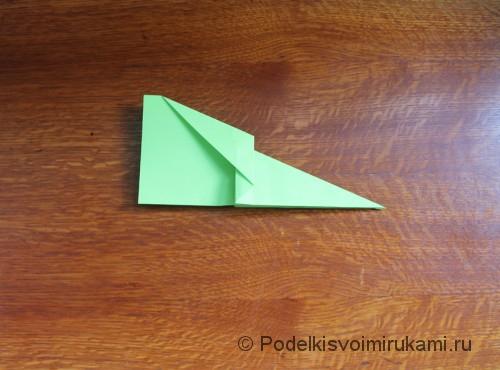 Как сделать самолётик из бумаги своими руками. Шаг №10.