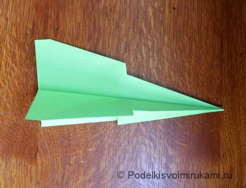 Как сделать самолётик из бумаги своими руками. Шаг №11.