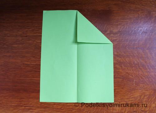 Как сделать самолётик из бумаги своими руками. Шаг №3. Фото 1.