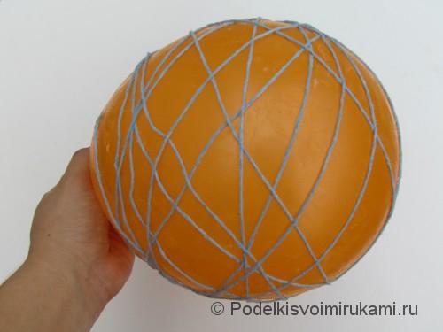 Как сделать шарик из ниток своими руками. Шаг №3. Фото 2.