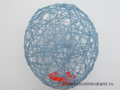 Как сделать шарик из ниток своими руками. Шаг №4.