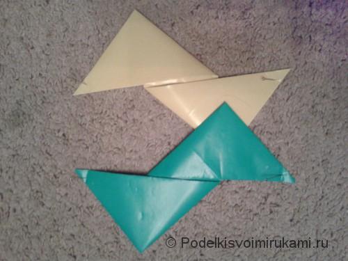 Как сделать четырёхконечный сюрикен из бумаги. Шаг №7.