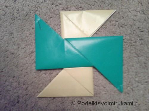 Как сделать четырёхконечный сюрикен из бумаги. Шаг №8.