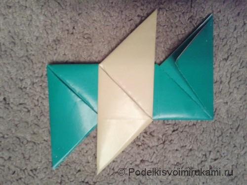 Как сделать четырёхконечный сюрикен из бумаги. Шаг №10.
