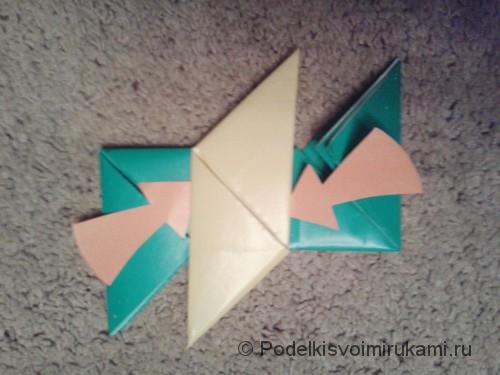 Как сделать четырёхконечный сюрикен из бумаги. Шаг №11. Фото 1.