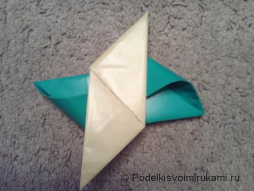 Как сделать четырёхконечный сюрикен из бумаги. Шаг №11. Фото 2.