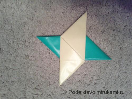 Как сделать четырёхконечный сюрикен из бумаги. Шаг №11. Фото 3.