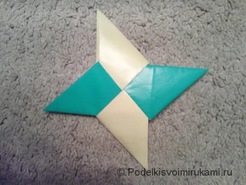 Как сделать четырёхконечный сюрикен из бумаги. Итоговый вид поделки четырёхконечного сюрикена.