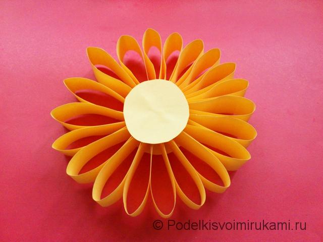 Цветок - ёлочная игрушка из бумаги. Шаг №9.