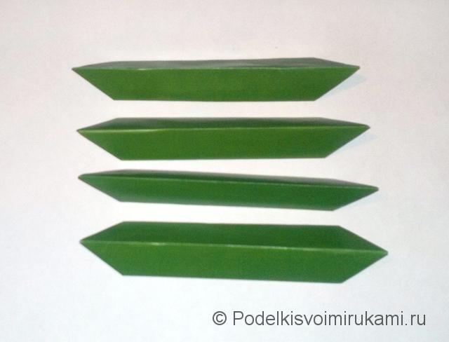 Как сделать лилию из бумаги. Шаг №1. Фото 13.