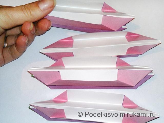 Как сделать лилию из бумаги. Шаг №2. Фото 15.