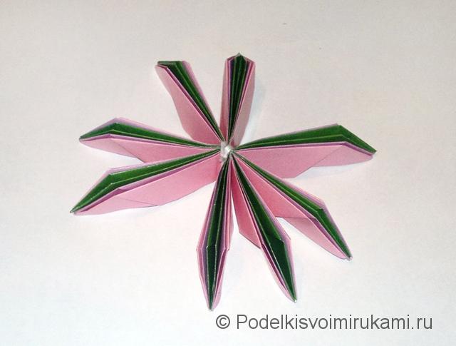 Как сделать лилию из бумаги. Шаг №3. Фото 18.