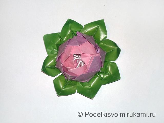 Как сделать лилию из бумаги. Итоговый вид поделки лилии. Фото 22.