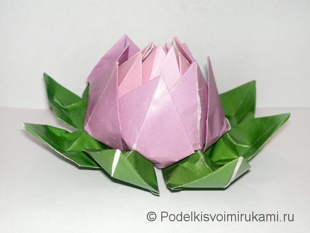 Как сделать лилию из бумаги. Итоговый вид поделки лилии. Фото 23.