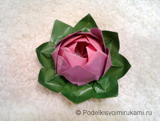 Как сделать лилию из бумаги. Итоговый вид поделки лилии. Фото 25.