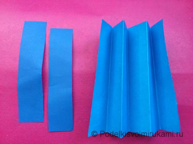 Как сделать объёмную снежинку из бумаги. Шаг №2.
