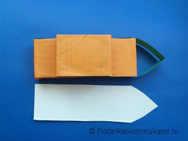 Кораблик из цветной бумаги. Шаг №5.