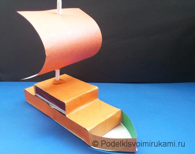 Кораблик из цветной бумаги. Шаг №7.