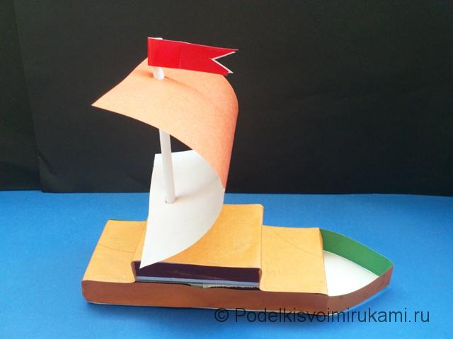 Кораблик из цветной бумаги. Шаг №8.