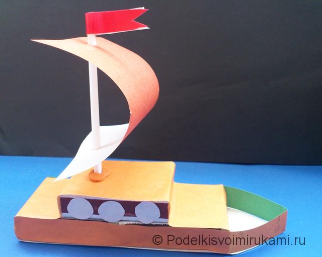 Кораблик из цветной бумаги. Шаг №9.