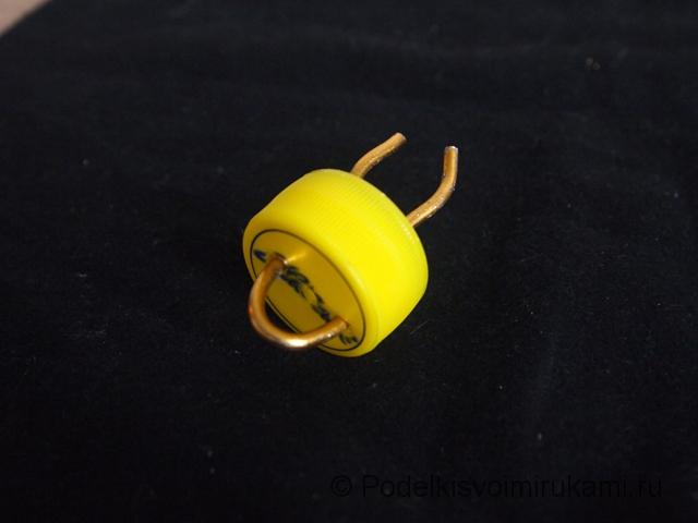Ёлочная игрушка из перегоревшей лампочки. Шаг №4. Фото 1.