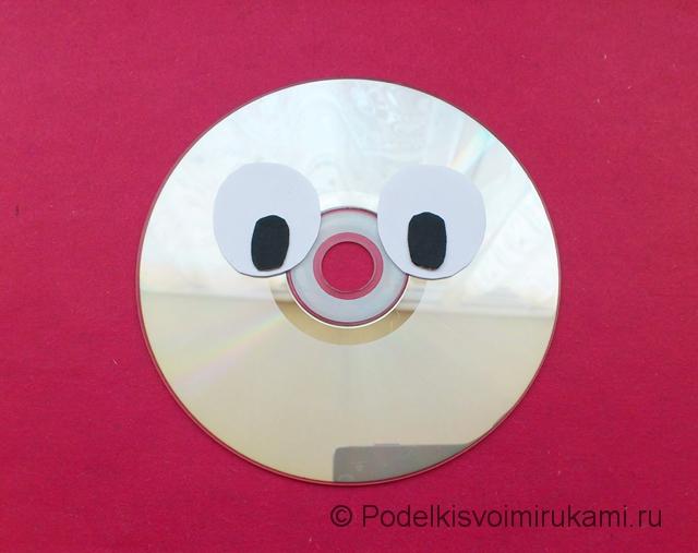 Зайчик из диска и бумаги. Шаг №3.