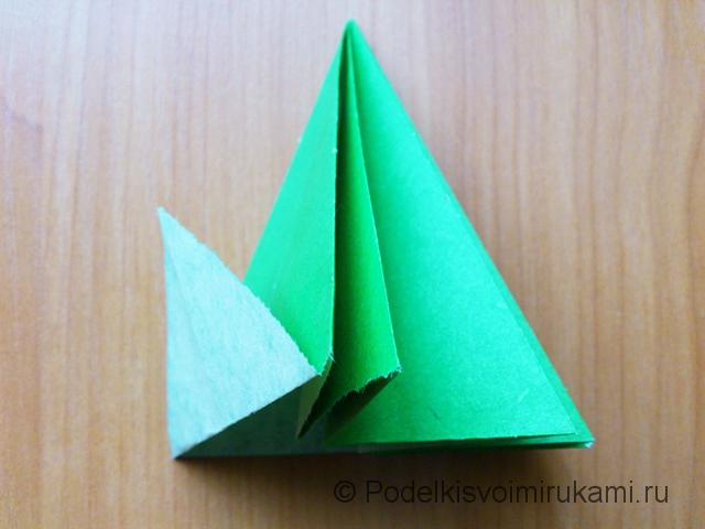 Ёлка оригами из бумаги своими руками. Шаг №25.