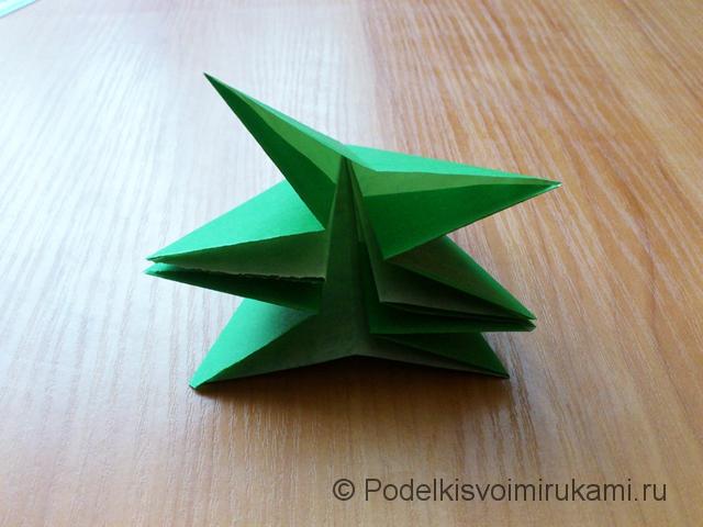 Ёлка оригами из бумаги своими руками. Шаг №26.