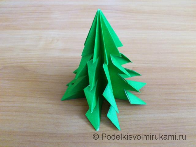 Ёлка оригами из бумаги своими руками. Итоговый вид поделки.