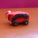 Автобус из пластилина. Итоговый вид поделки.