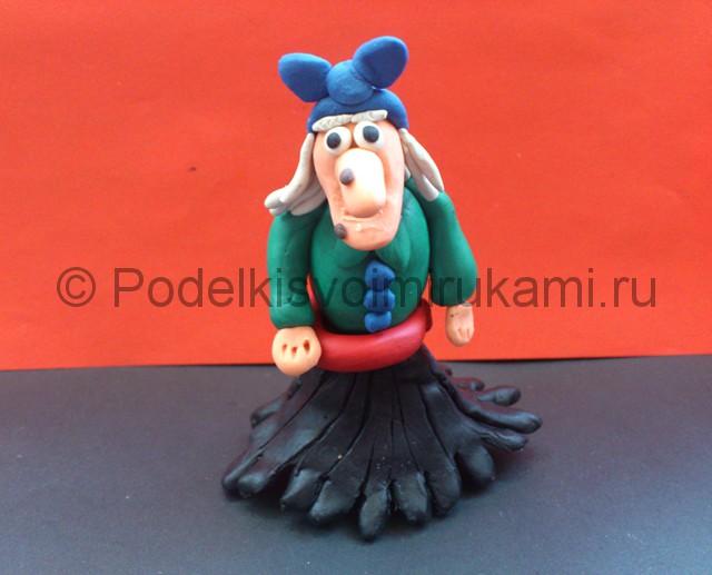 Баба-Яга из пластилина. Итоговый вид поделки. Фото 1.
