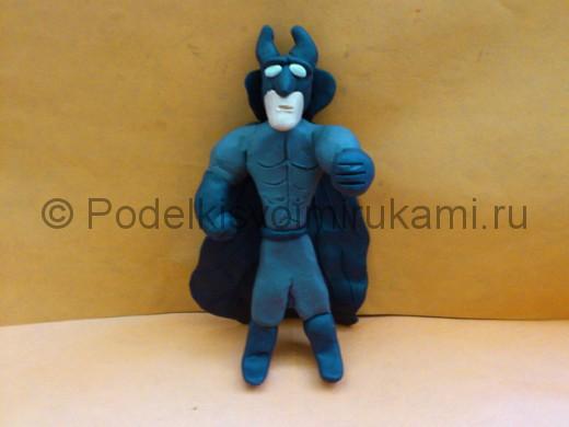 Бэтмен из пластилина. Итоговый вид поделки.