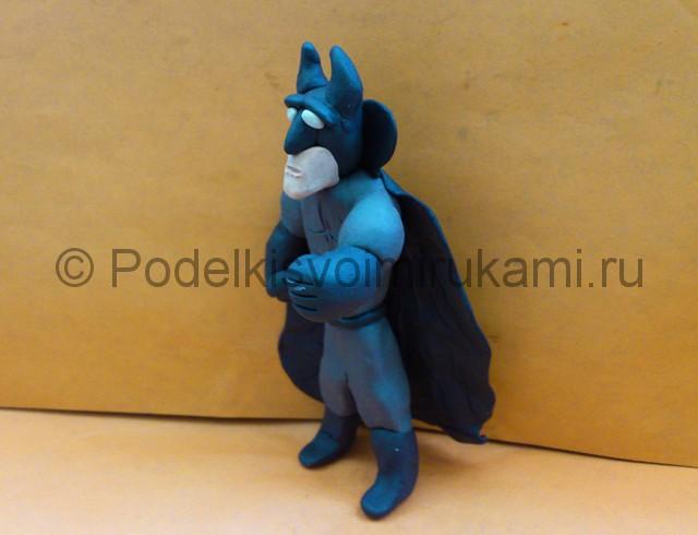 Бэтмен из пластилина. Итоговый вид поделки. Фото 2.