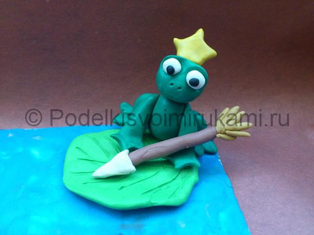 Царевна-лягушка из пластилина. Итоговый вид поделки.