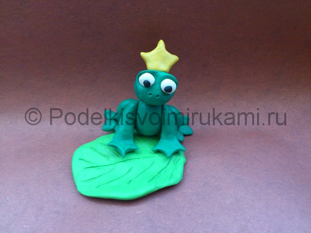 Царевна-лягушка из пластилина. Шаг №9.