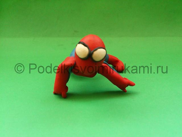 Человек-паук из пластилина. Шаг №10.