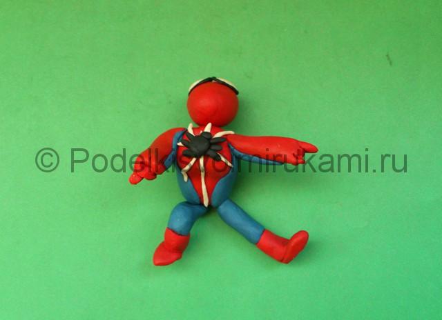 Человек-паук из пластилина. Шаг №11.